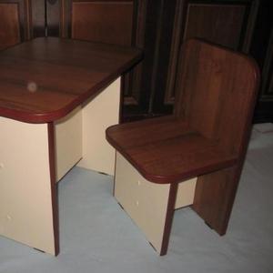 Продам детский комплект стол и стул