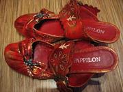 Продаются туфли женские красные без задника